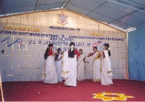 From left - Dhanya, Anjali, Mini, Divya & SreeVidya. Unfortunately this is the only snap we got of our function!